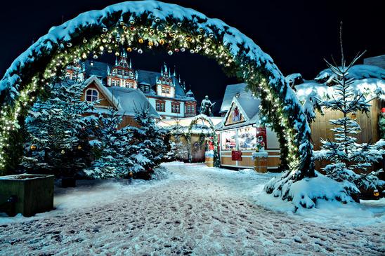 Weihnachtsmarkt bei Nacht